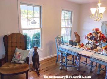 antique-dining-room-with-pets